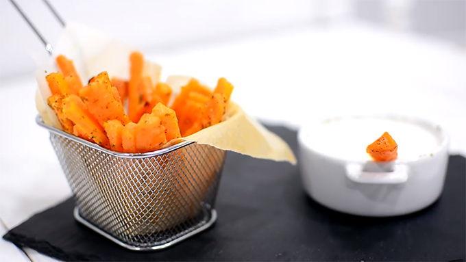 snack de zanahoria con salsa de yogur