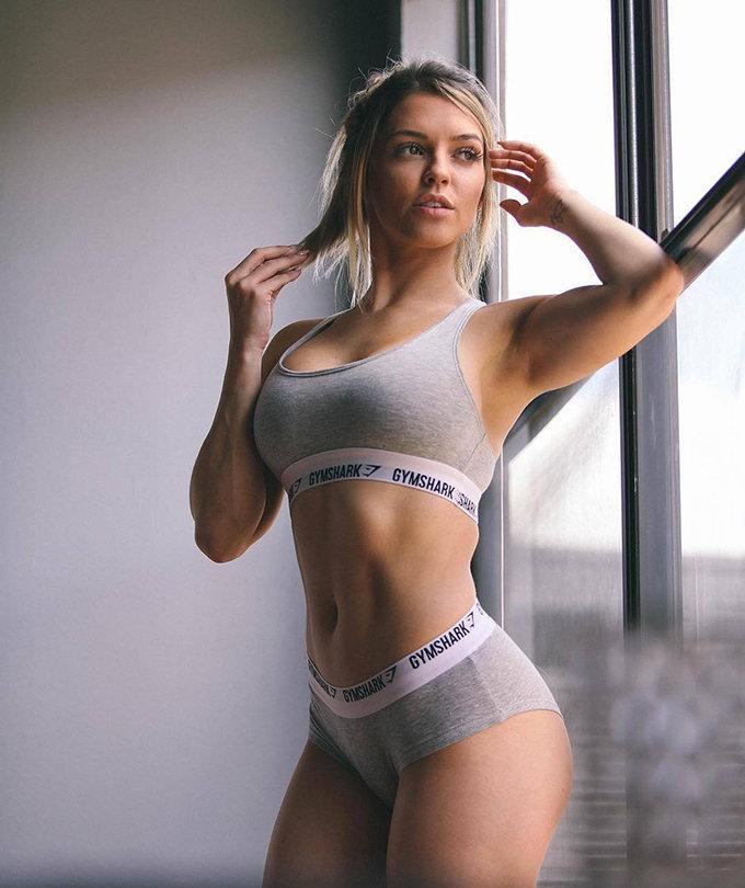 Nikki Blackketer modelo gymshark