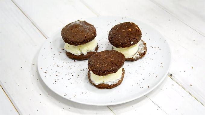 helado de galleta casero